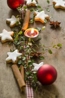 Christmas decoration with tea light and cinnamon stars - ODF001302