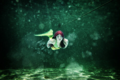 Young woman in the disguise of Arielle, the little mermaid, underwater - STBF000210