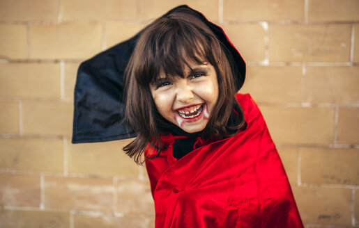 Portrait of little girl masquerade as vampire - MGOF000664