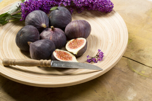 Figs and flowers in bowl - MAEF011006