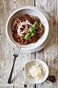 Bowl with spelt whole grain spaghetti, tomato sauce, parmesan and basil - EVGF002213