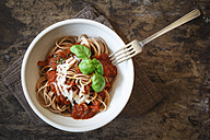 Bowl with spelt whole grain spaghetti, tomato sauce, parmesan and basil - EVGF002215
