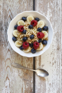 Bowl of muesli with banana slices, raspberries and blueberries - EVGF002226