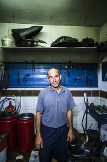 Portrait of mechanic in his workshop - JASF000103