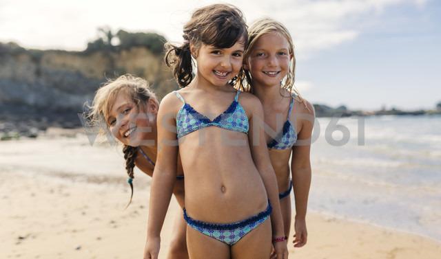 Spain, Colunga, three happy girls on the beach - MGOF000715
