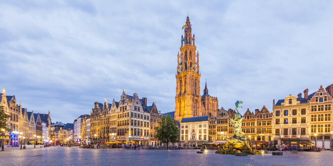 Belgium, Flanders, Antwerp, Great Market Square, Guildhalls and Church of Our Lady - WDF003273