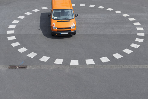 Orange van parking at roundabout - VIF000406
