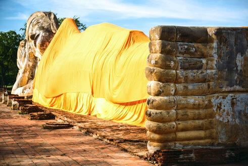 Thailand, Ayutthaya, lying Buddha statue covered with yellow cloth at Wat Lokayasutharam - EHF000226