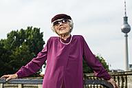 Germany, Berlin, portrait of fashionable senior women wearing hat and sunglasses - TAM000321