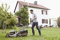Man mowing the lawn - RBF003146