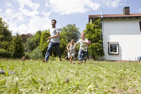 Carefree family running in garden - RBF003237
