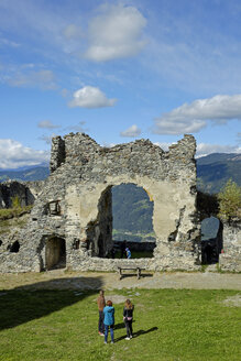 Austria, Styria, castle yard of ruin Steinschloss - HL000925