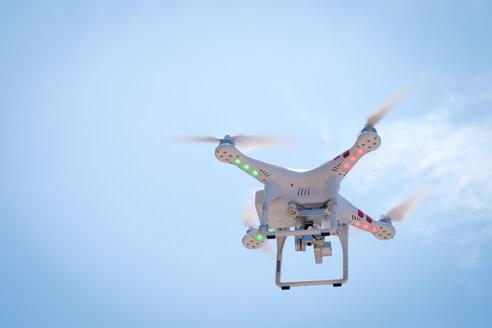 Flying drone - ABAF001937