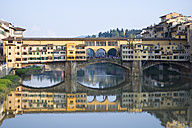 Italy, Tuscany, Florence, View to Arno River and Ponte Vecchio - KLRF000134