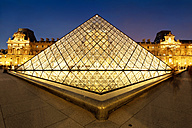 France, Paris, Louvre at night - KLR000148