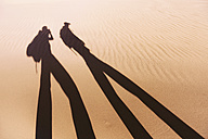 Chile, Atacama Desert, shadow of two backpackers in a dune - GEMF000391