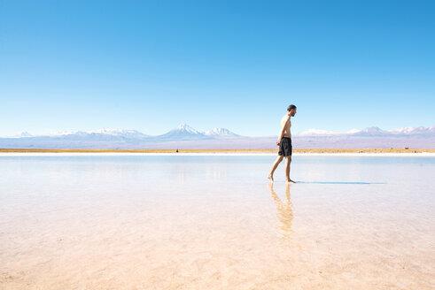 Chile, Atacama Desert, man walking at Laguna Cejar - GEMF000400