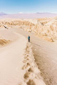 Chile, Atacama Desert, man climbing a dune - GEMF000406
