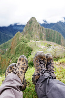 Peru, Machu Picchu region, Travelers looking at Machu Picchu citadel and Huayna mountain - GEMF000411