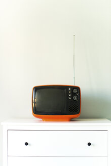 Old television on chest of drawers - JPF000056