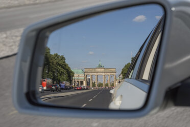 Germany, Berlin, Brandenburger Tor in the mirror of a car on Strasse des 17. Juni - NKF000407