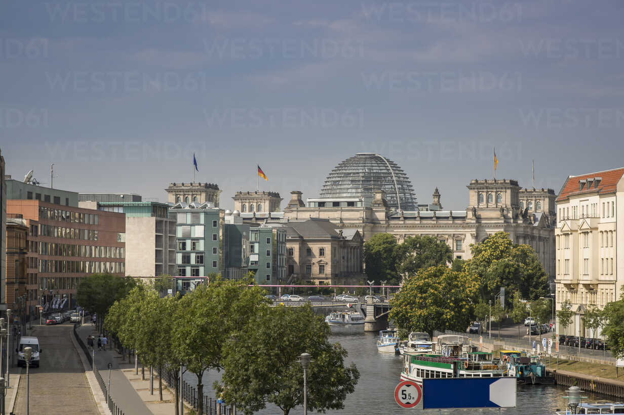 Germany, Berlin, Reichstag and Spree river - NKF000410 - Stefan Kunert/Westend61