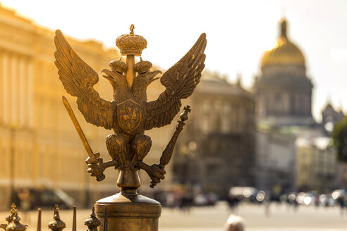 Russia, Saint Petersburg, Double eagle of the Summer Garden with St. Isaac's Church in background - KNTF000077