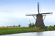 Netherlands, Kinderdijk, view to traditional windmills - KLRF000199
