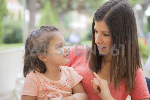 Woman talking to her little daughter - ERLF000037