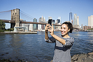 USA, New York City, young woman  taking a selfie with smartphone - GIOF000153