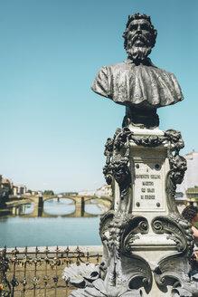 Italy, Florence, Statue of Benvenuto Cellini in Ponte Vecchio - GEMF000432