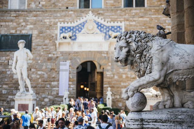 Italy, Florence, Stone lion and replica of Michelangelo's David at Piazza della Signoria - GEM000435