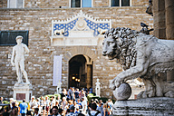 Italy, Florence, Stone lion and replica of Michelangelo's David at Piazza della Signoria - GEM000435