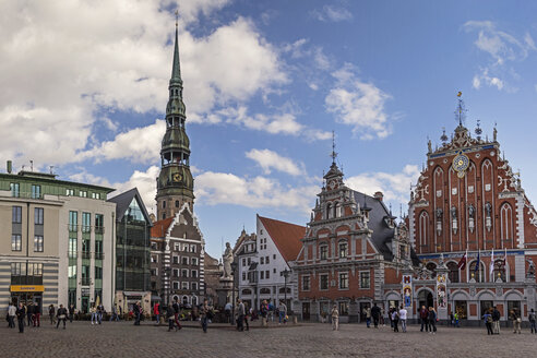 Latvia, Riga, Townhall Square with St. Peter's Church and House of the Blackheads - MELF000091