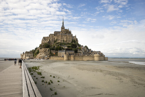France, view to Mont Saint-Michel at low tide - MYF001148