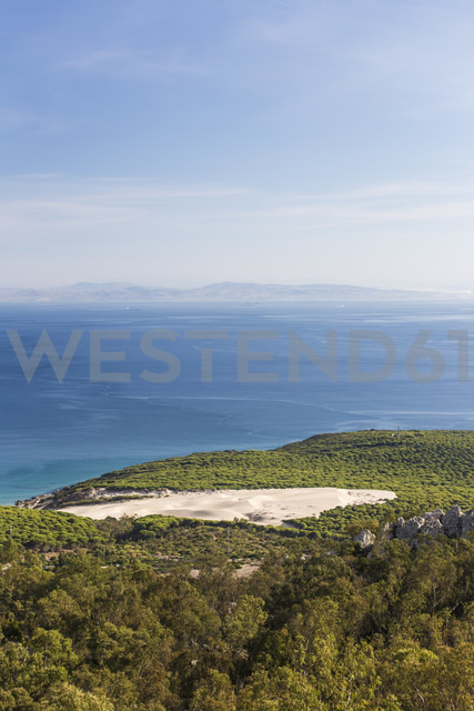 Spain, Andalusia, Bolonia, View over dune and Strait of Gibraltar to coast of Morocco - KBF000344 - Sebastian Kanzler/Westend61