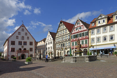 Germany, Bad Mergentheim, Market square with old town hall - LB001243