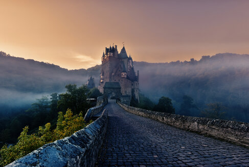 Eltz Castle in the evening - FD000137