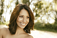Portrait of smiling woman with brown hair in nature - MFF002245