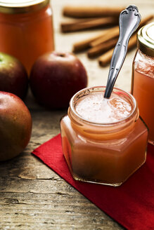 Glass of homemade applesauce - MIDF000697