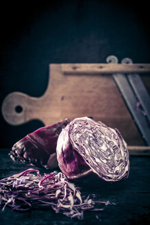 Red cabbage and old wooden grater - IPF000251