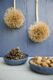 Autumnal decoration with leek, grapes and walnuts - GISF000179