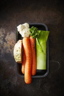 Mirepoix, parsley, carrots, cauliflower, celeriac and leek - KSW001642