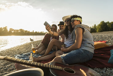 Friends taking a selfie at the riverside at sunset - UUF005907