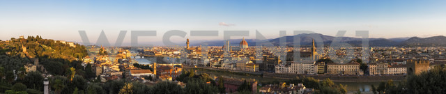 Italy, Tuscany, Florence, Cityscape, panorama in the evening - FOF008293 - Fotofeeling/Westend61