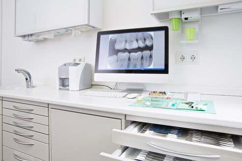 Drawer with dental instruments and x-ray image of teeth - FKF001435