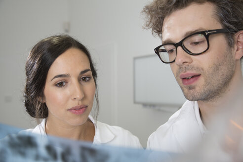 Two doctors discussing x-ray image - FKF001507