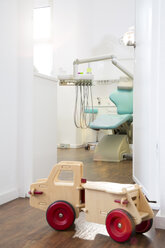 Empty dental surgery with toy - FKF001513