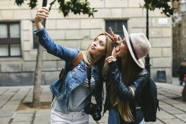 Two playful young women taking a selfie - EBSF000951