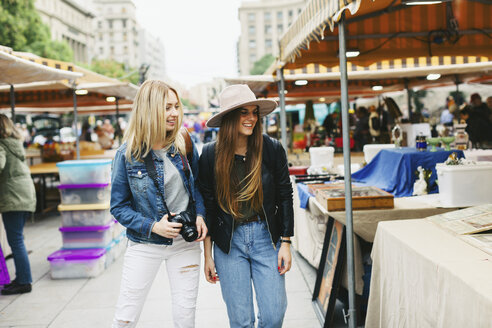Spain, Barcelona, two young women on flea market - EBSF000963